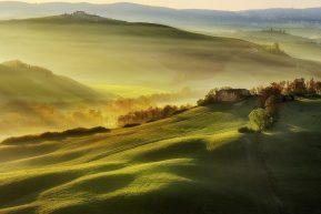 Följ med till det vackra Toscana! Vi besöker intressanta städer, smakar goda viner och äter gott.