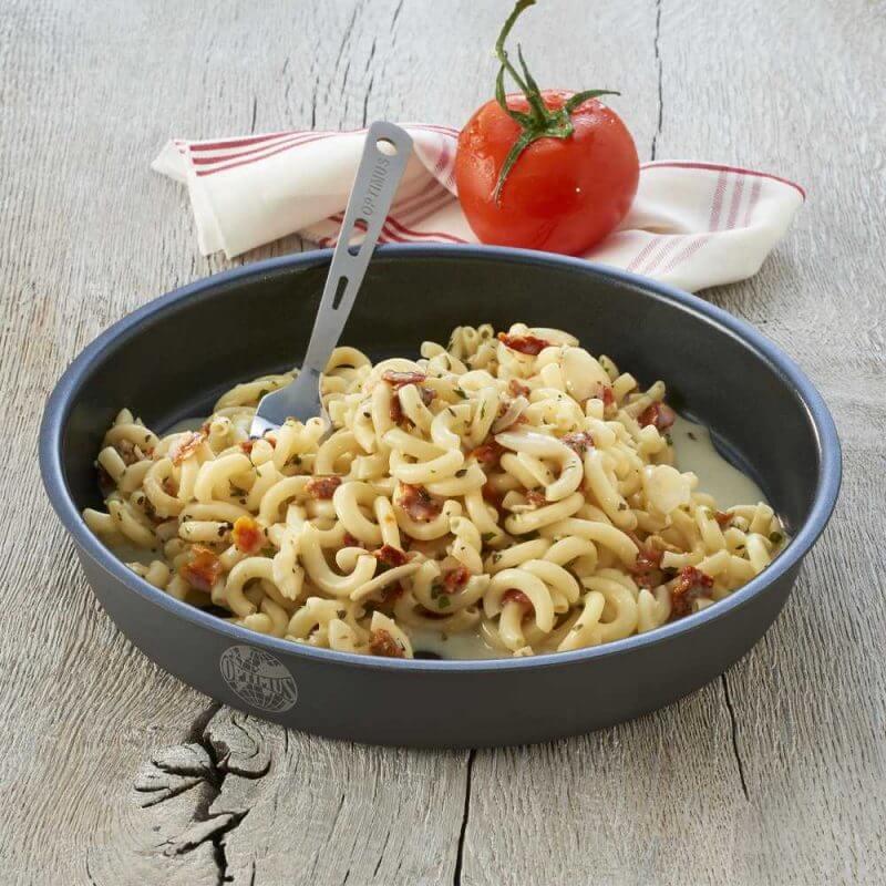 Pestolax med pasta Trek'N Eat fiskrätt