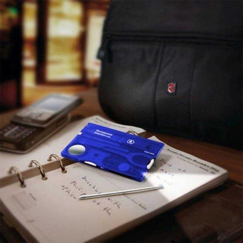 Victorinox SwissCard Lite blå –verktygskort med tänd lampa